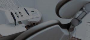 Dentista con nuove tecnologie